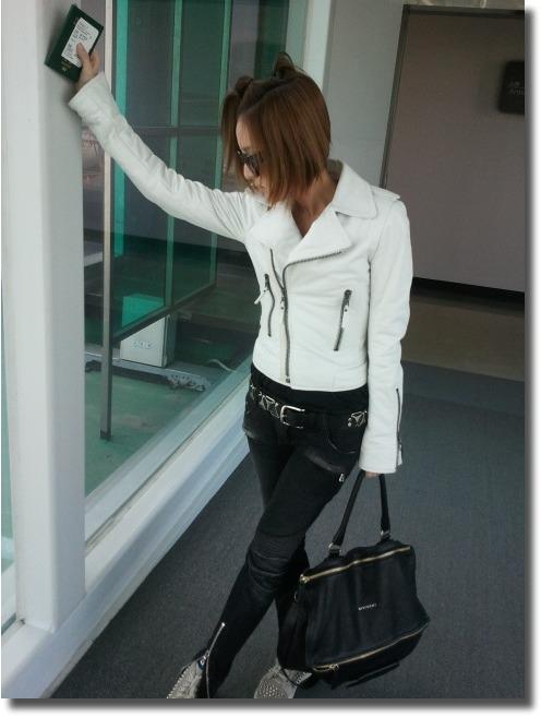 84d566de2b6 Airport Fashionista Dara